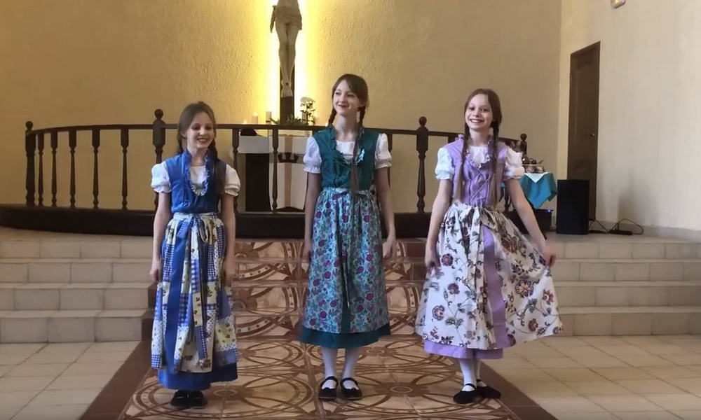Выступления детской танцевальной группы