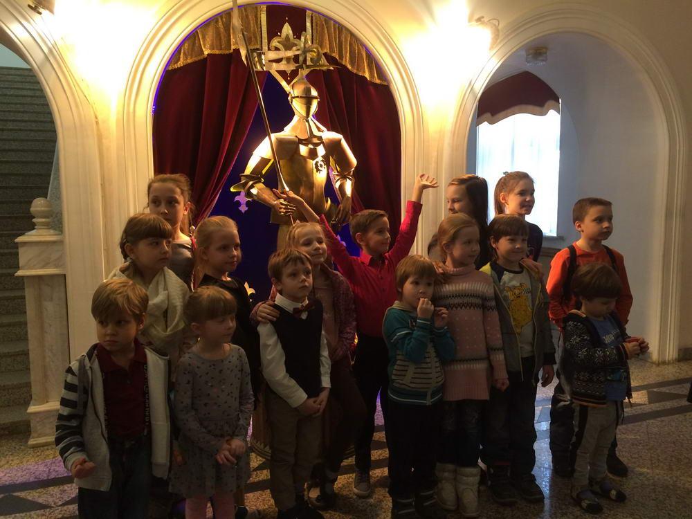 Юные российские немцы на детских курсах у Марты Зименс