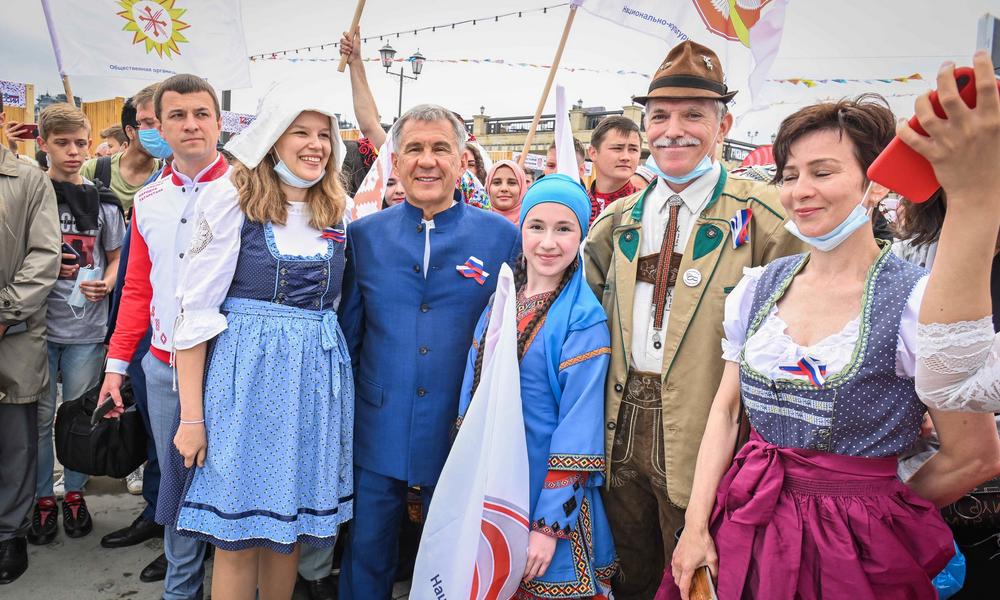 Парад дружбы народов в Казани